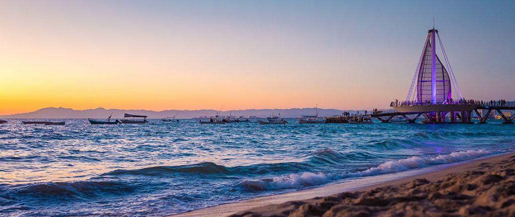 Atardecer en Playa Los Muertos