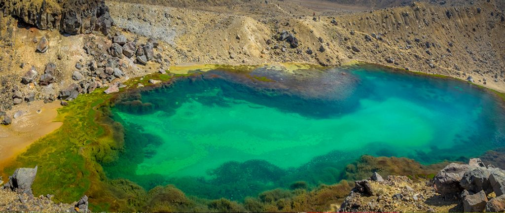 Panoramic view on one of the Emerald Lakes - New Zealand